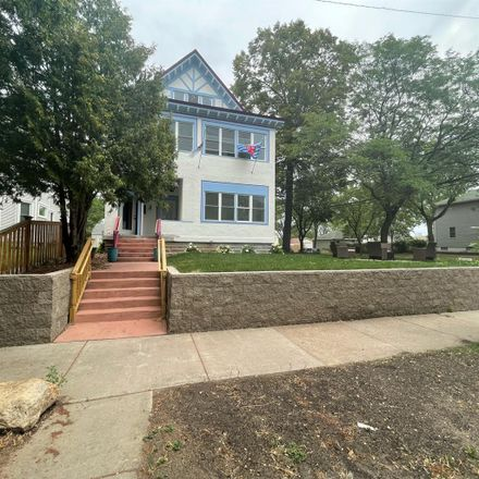Rent this 1 bed room on 1276 North 14th Avenue in Minneapolis, MN 55411