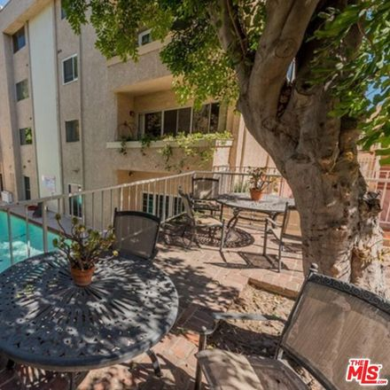 Rent this 2 bed townhouse on 5139 Balboa Boulevard in Encino, CA 91316