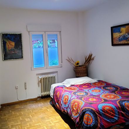 Rent this 3 bed room on Calle Valdemorillo in 28901 Getafe, Madrid