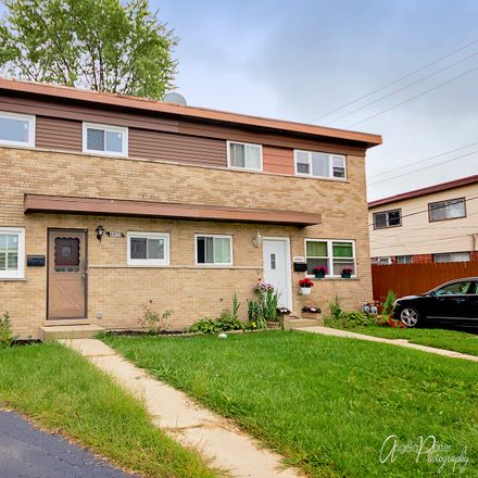 Rent this 3 bed townhouse on 8979 W Emerson St in Des Plaines, IL