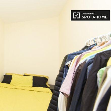 Rent this 2 bed apartment on Taberna El Vagón in Calle del Ferrocarril, 33