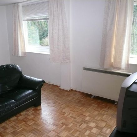 Rent this 1 bed apartment on Berkeley Court in Elmbridge KT13 9HT, United Kingdom