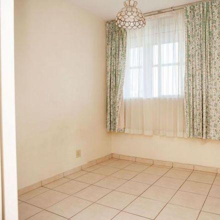 Rent this 3 bed apartment on John Zikhali Road in Essenwood, Durban