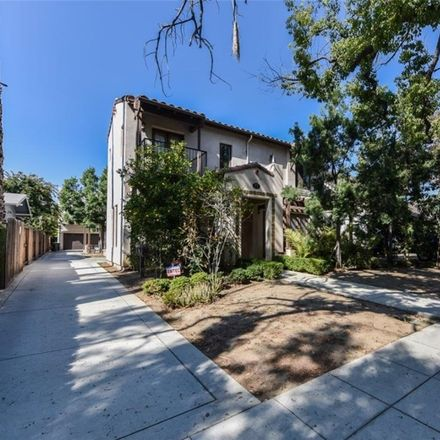 Rent this 3 bed townhouse on 71 North Bonnie Avenue in Pasadena, CA 91106
