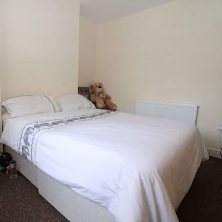 Rent this 2 bed apartment on Mickriss Communications in Broadway, Cardiff CF