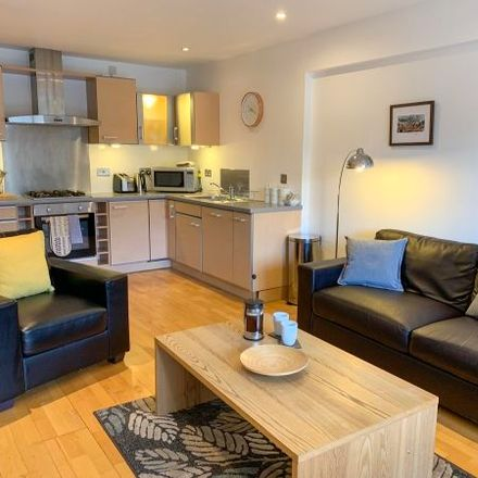 Rent this 3 bed apartment on 161 High Street in Glasgow G1 1QF, United Kingdom