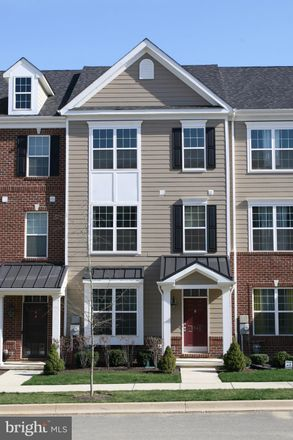 Rent this 3 bed townhouse on 3740 Green Street in Greenshire, DE 19703