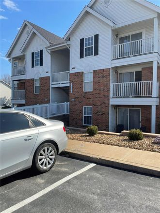 Rent this 2 bed condo on Woodland in City of Saint Louis, MO 63147