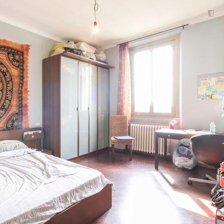 Rent this 3 bed room on Pronto Soccorso Veterinario in Viale Tibaldi, 20136 Milan Milan