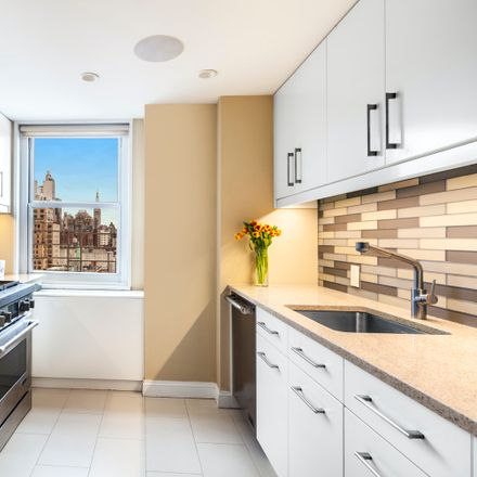 Rent this 3 bed condo on 360 West 22nd Street in New York, NY 10011