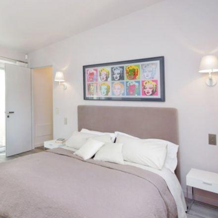Rent this 0 bed room on Zinzilla in Via Francesco Crispi, 00187 Rome RM
