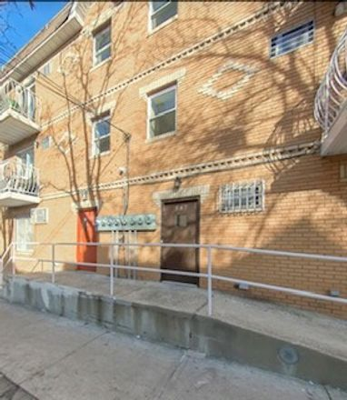 Rent this 6 bed townhouse on E 178th St in Bronx, NY