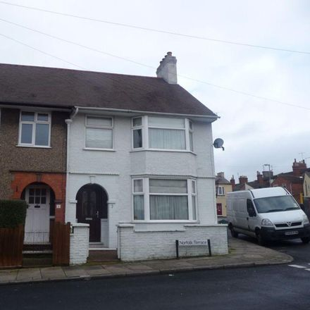 Rent this 3 bed house on Semilong Community Cenrte in Norfolk Terrace, Northampton NN2 6HS