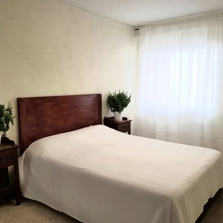 Rent this 5 bed room on Calle Ángel Lozano in 13, 03001 Alicante (Alacant)
