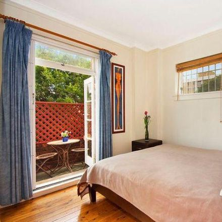 Rent this 2 bed apartment on 4/2 Martins Avenue