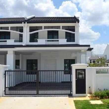 Rent this 4 bed apartment on dessert in Jalan Besar, Taman Jinma