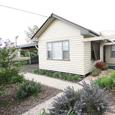 Rent this 3 bed house on 2 Robin Street