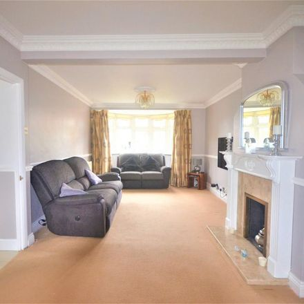 Rent this 4 bed house on Caterham High School in The Glade, London IG5 0NF
