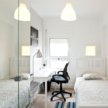 Rent this 5 bed room on Avenida Doutor Augusto de Castro in 1950-002 Lisbon, Portugal