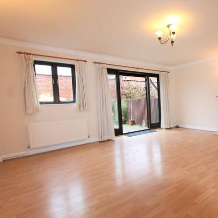 Rent this 3 bed house on The Oaks in Warwick Place, Warwick CV32 5LL