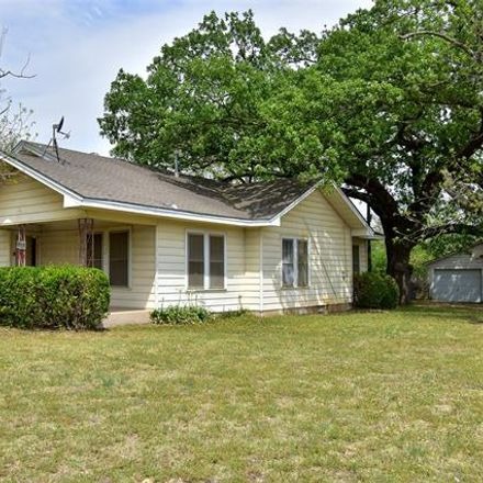 Rent this 3 bed house on 407 Pecan Street in Clyde, TX 79510