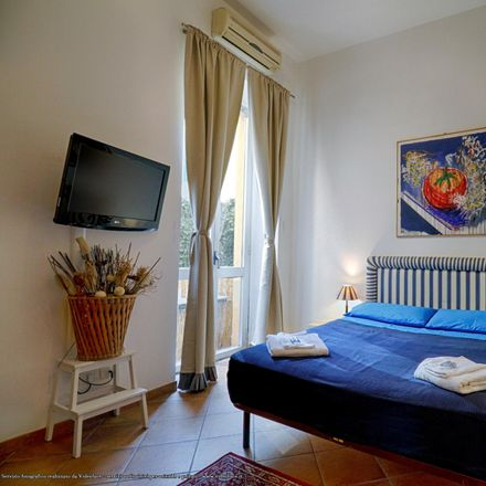 Rent this 2 bed room on Fiaschetteria Marini in Via Raffaele Cadorna, 9