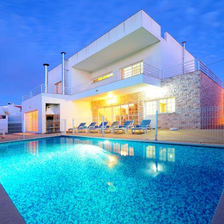 Rent this 4 bed house on 8400-512 Lagoa e Carvoeiro