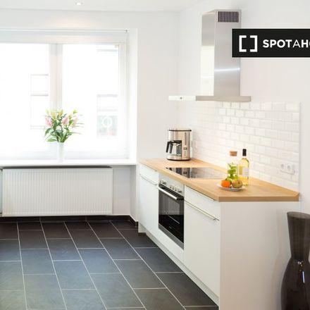 Rent this 3 bed apartment on Croissanterie Bäckerei in Sickingenstraße, 10553 Berlin