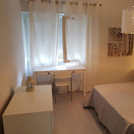 Rent this 3 bed room on Kaia Kahina I in Rua do Tejo, 2785-558 Carcavelos e Parede