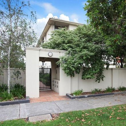 Rent this 2 bed apartment on 1/13-15 Munro Street