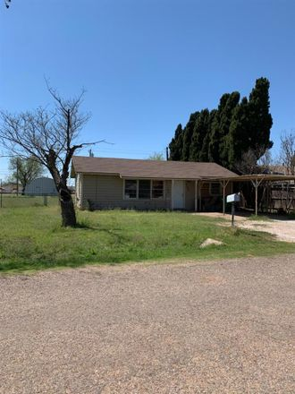 Rent this 3 bed house on E 10th St in Quanah, TX