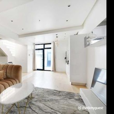 Rent this 3 bed apartment on Paris in Quartier de Grenelle, ÎLE-DE-FRANCE