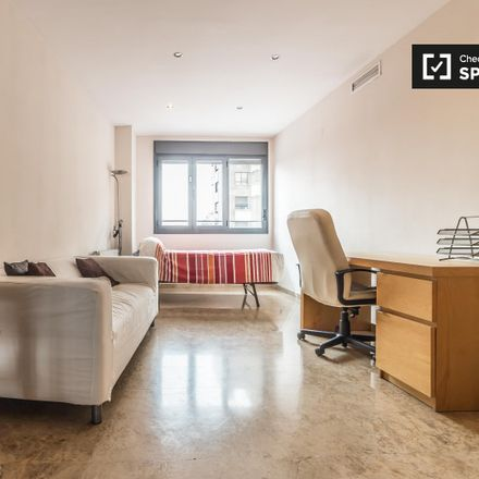 Rent this 4 bed apartment on Carrer d'Alfauir in 46020 Valencia, Spain
