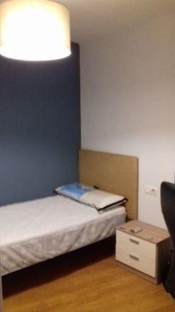Rent this 3 bed room on Rúa do Conde de Torrecedeira in Vigo, Pontevedra