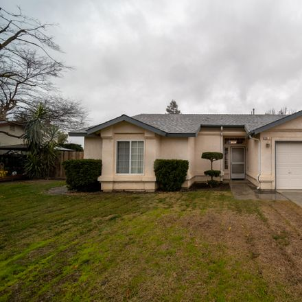 Rent this 3 bed house on 2004 Dandelion Avenue in Tulare, CA 93274