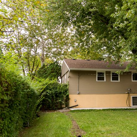 Rent this 4 bed house on 646 Sycamore Road in Buffalo Grove, IL 60089