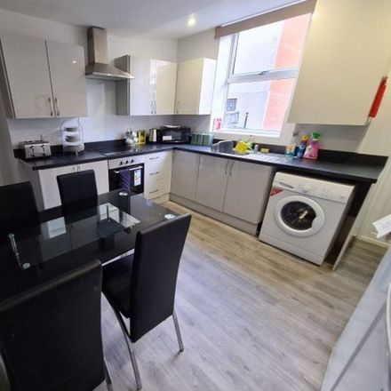 Rent this 1 bed room on Quarry Mount Terrace in Leeds LS6 2JG, United Kingdom