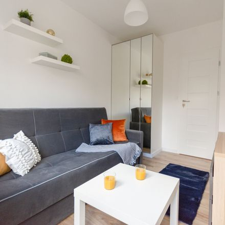 Rent this 2 bed room on Na Uboczu 20 in 02-791 Warsaw, Poland