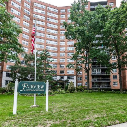 Rent this 3 bed condo on Grand Central Pkwy in Forest Hills, NY