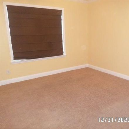 Rent this 3 bed house on 215 Summerstone Bend in Warner Robins, GA 31008