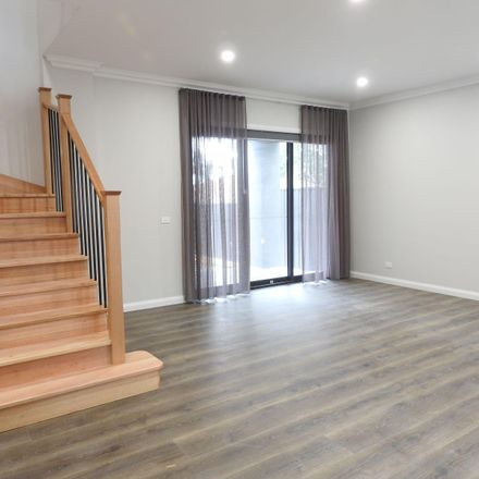 Rent this 2 bed townhouse on 1/40 Grey Street