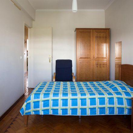 Rent this 4 bed room on Rua do Sítio ao Casalinho da Ajuda in 1300-504 Lisbon, Portugal