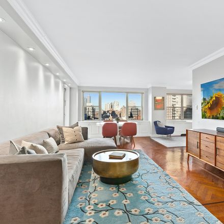 Rent this 3 bed condo on 420 East 72nd Street in New York, NY 10021