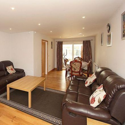 Rent this 3 bed house on Penn Bowling Club in Rylands Drive, Wolverhampton WV4 5SQ