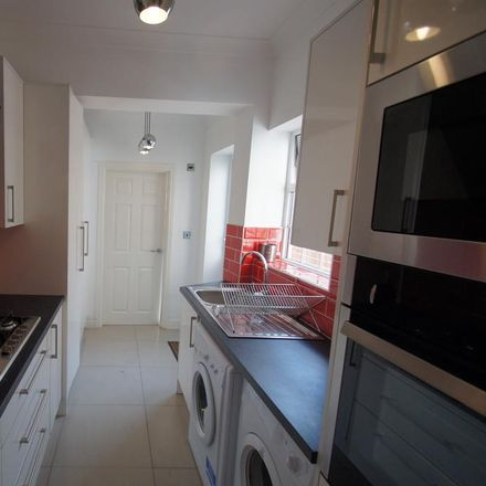 Rent this 5 bed house on Ball Hill district centre in Bray's Lane, Coventry CV2 4DZ