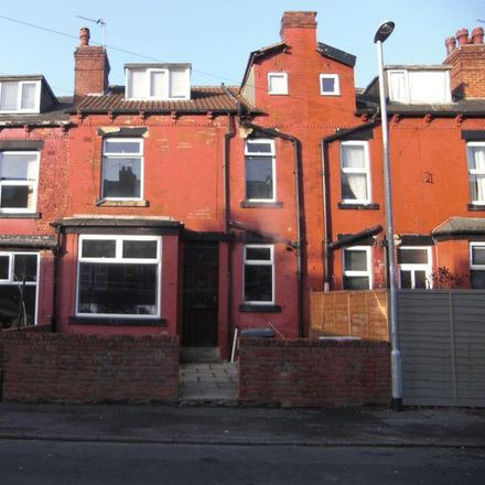 Rent this 2 bed house on Sidhu Food And Wine in 2 Sutherland Mount, Leeds LS9 6DP