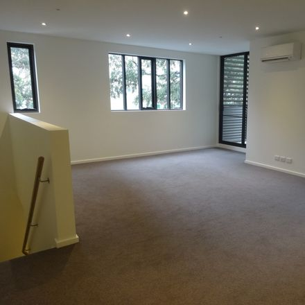 Rent this 3 bed apartment on G03/33-37 Simmons Street