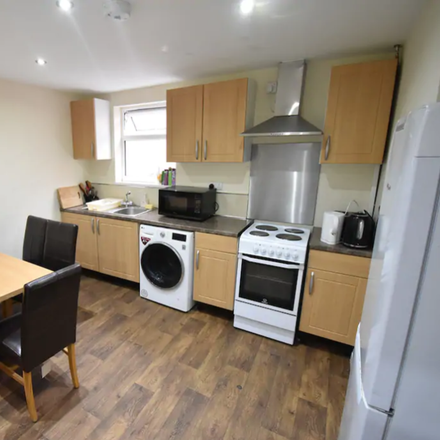 Rent this 5 bed apartment on 63 Albany Road in Coventry CV5 6ND, United Kingdom