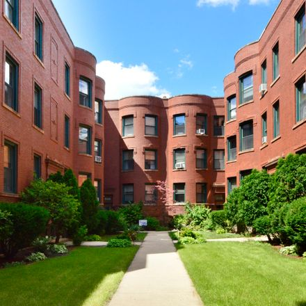 Rent this 2 bed condo on 830 West Lakeside Place in Chicago, IL 60640