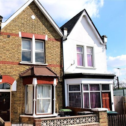 Rent this 3 bed house on Richmond Road in London N11 2QP, United Kingdom